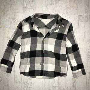 💞Black & White Plaid Flannel Button Up size 4T